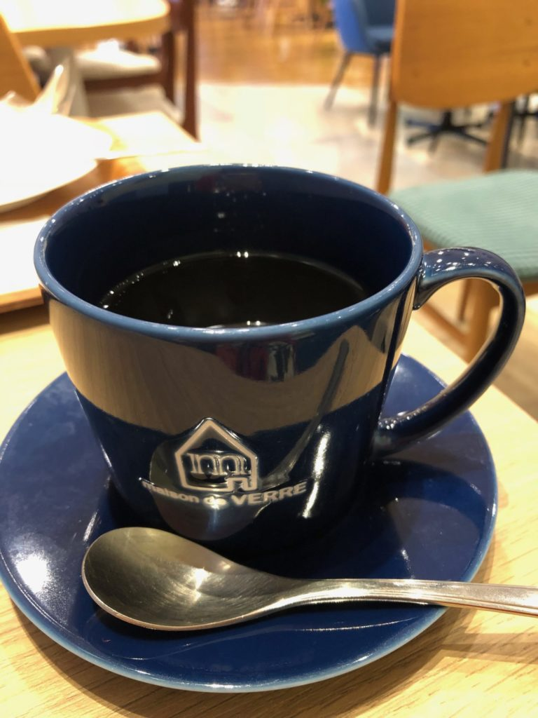 紺色のコーヒーカップ