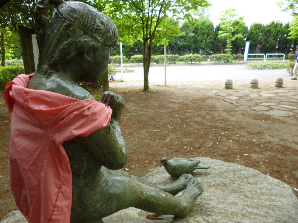 森田やすこ「鳩と少女」