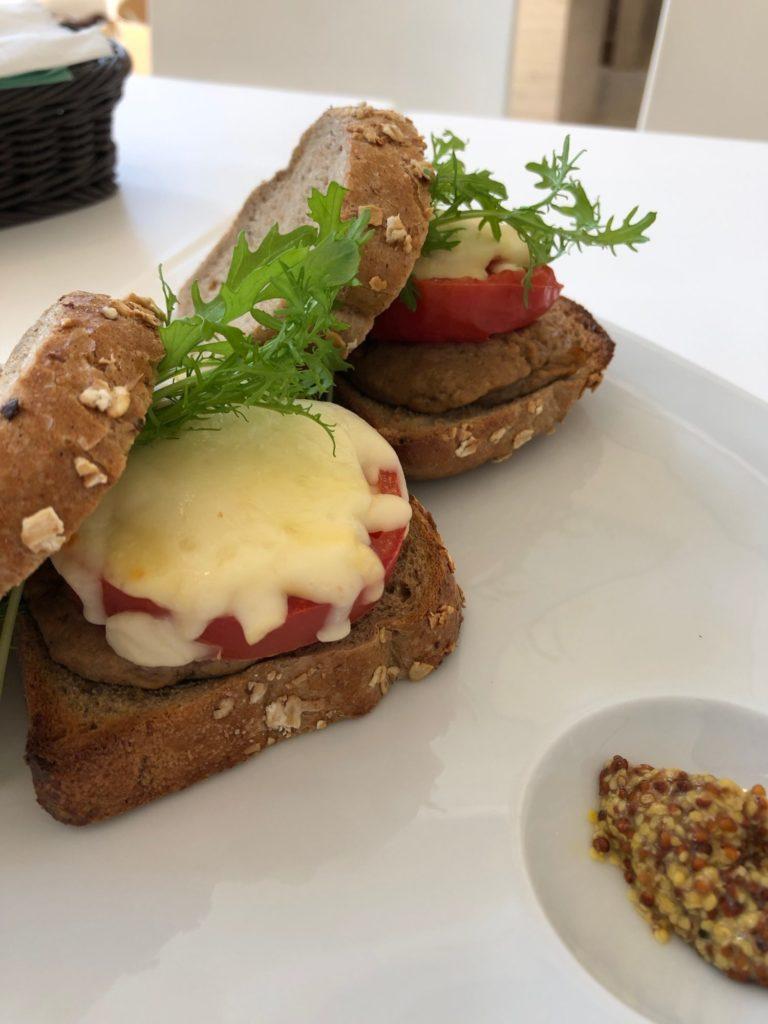 カツオのリエットのサンドイッチ