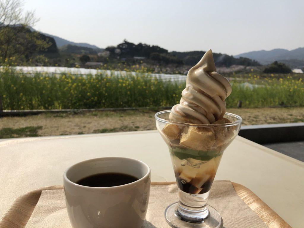 Mujiカフェのわらび餅パフェ