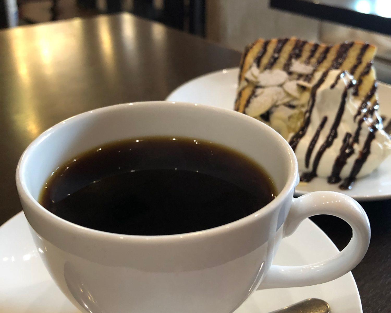 コーヒーとシフォンケーキ
