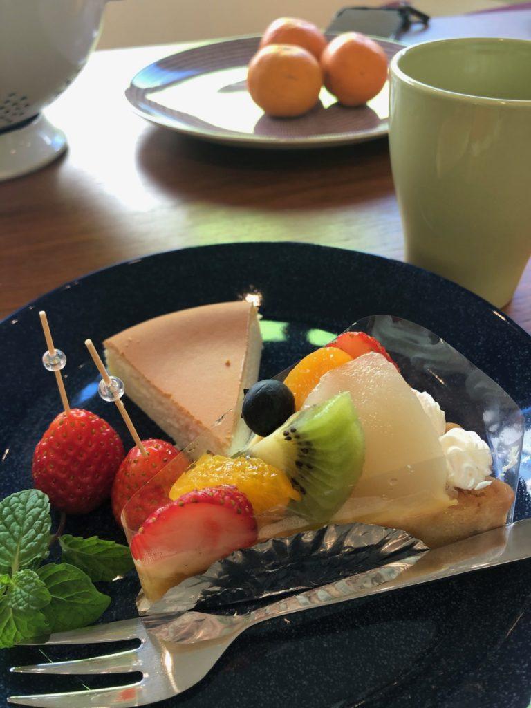 フルーツタルトとチーズケーキ